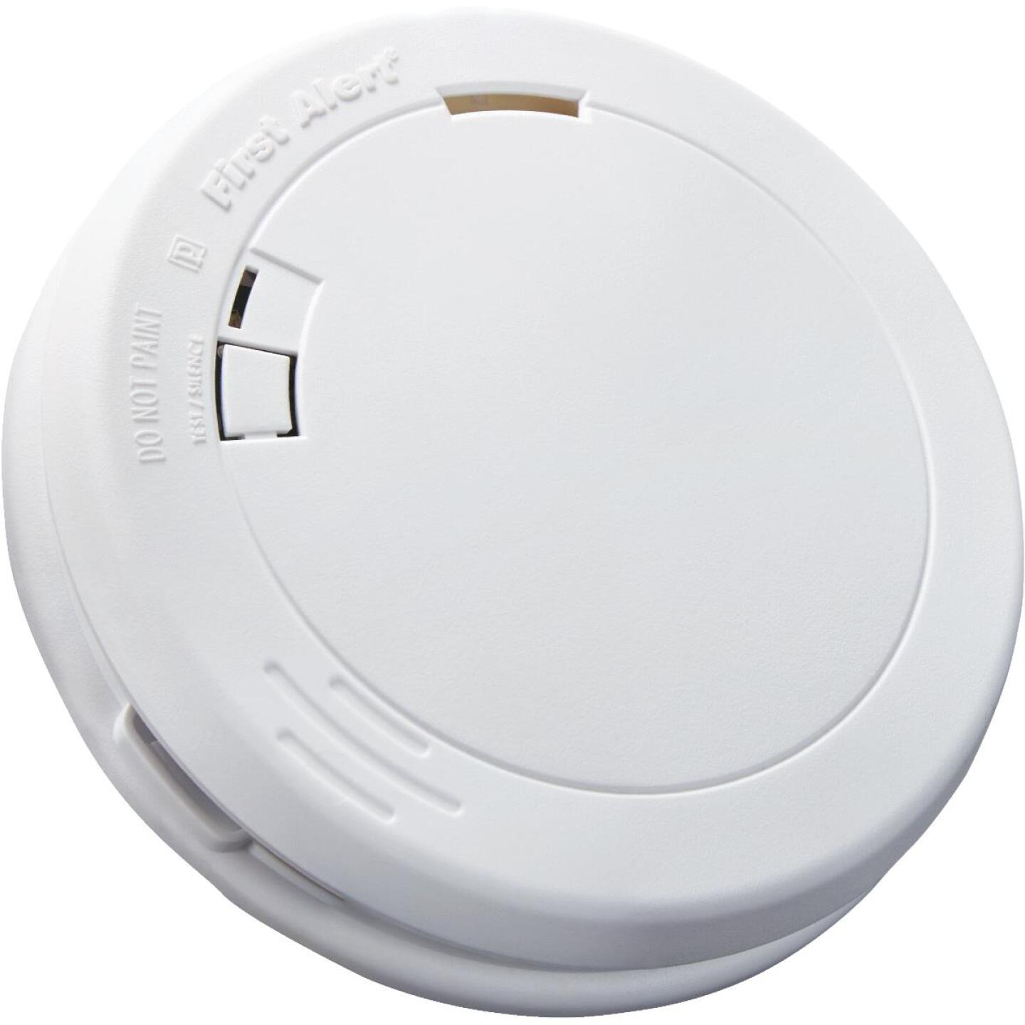 First Alert 10-Year Sealed Battery Photoelectric Slim Round Smoke Alarm Image 4