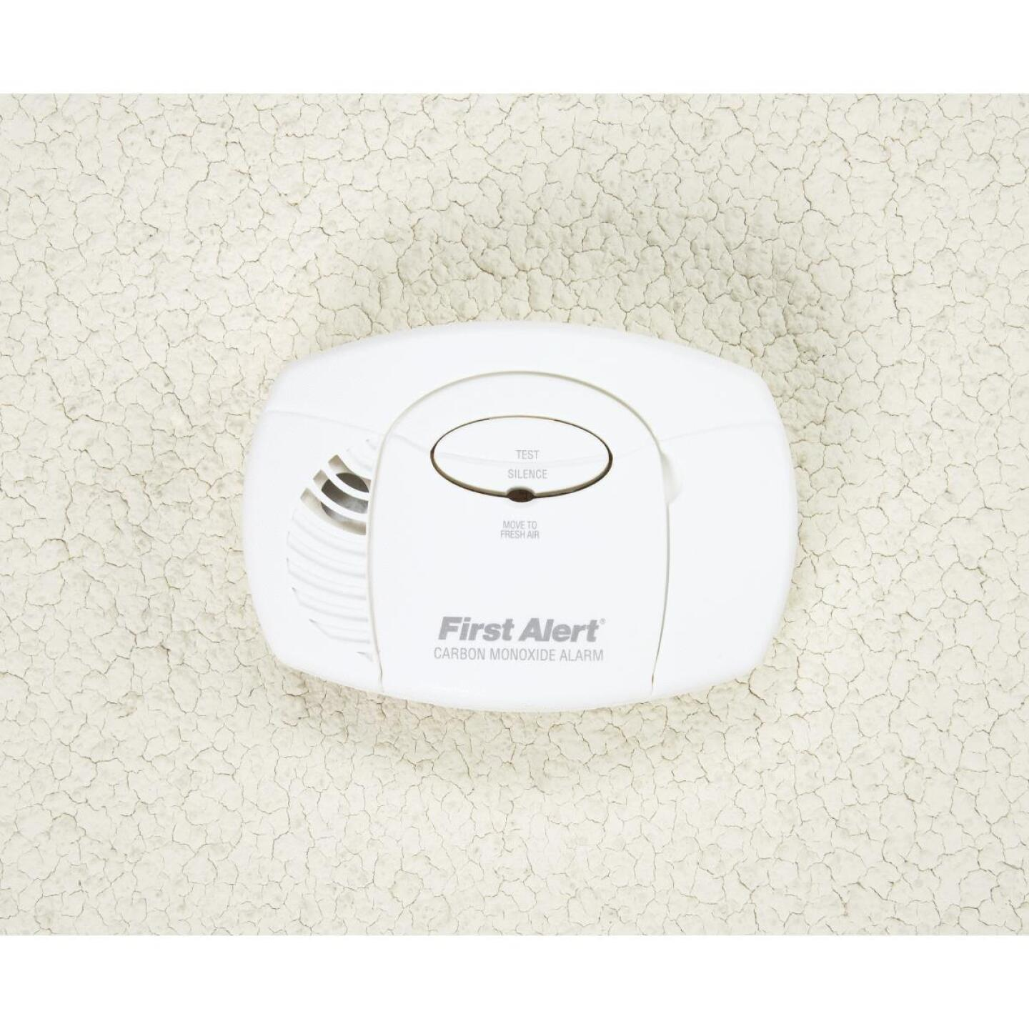 First Alert Battery Operated 9V Electrochemical Carbon Monoxide Alarm Image 2